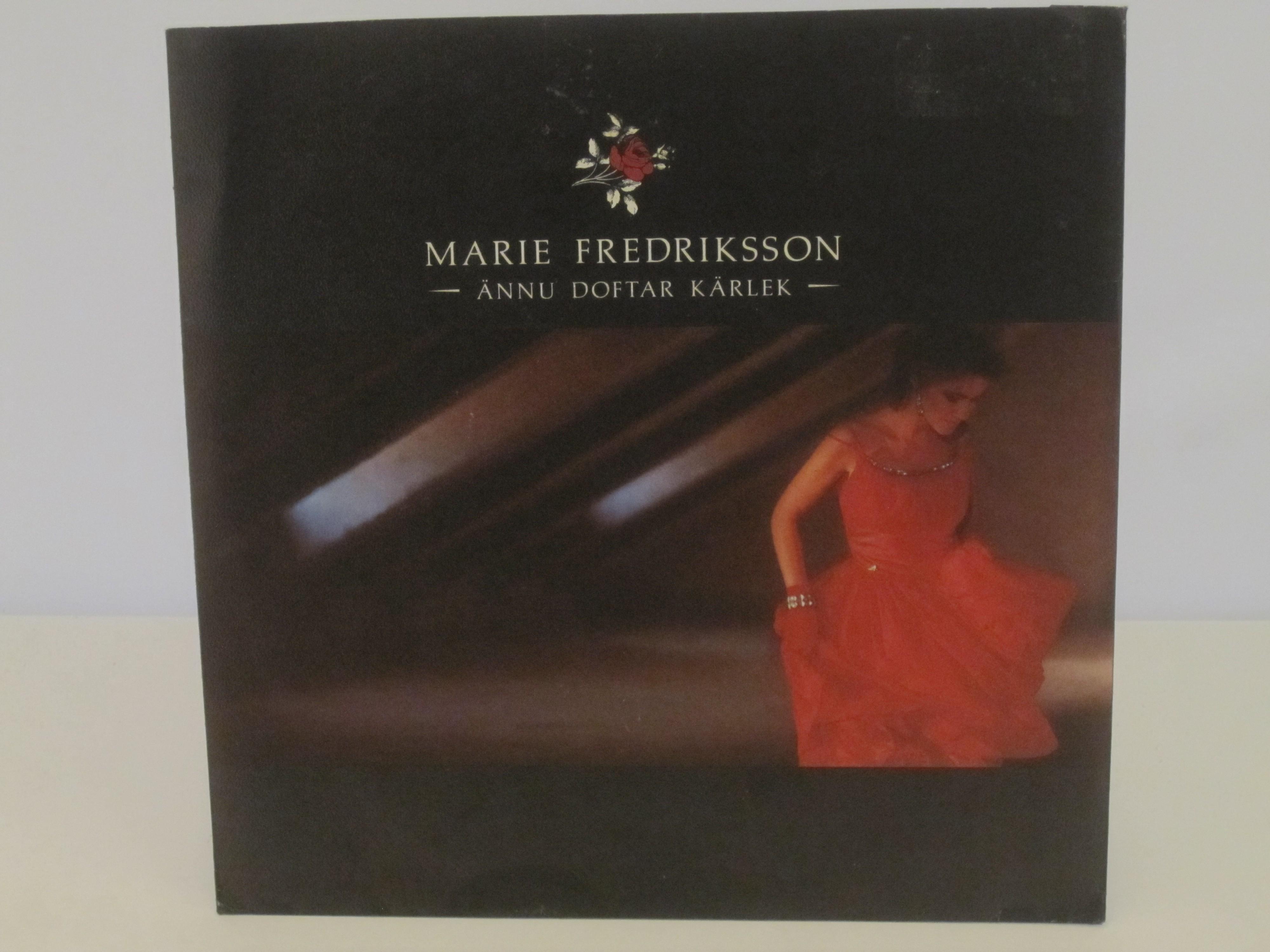 MARIE FREDRIKSSON : Ännu doftar kärlek / Tag detta hjärta
