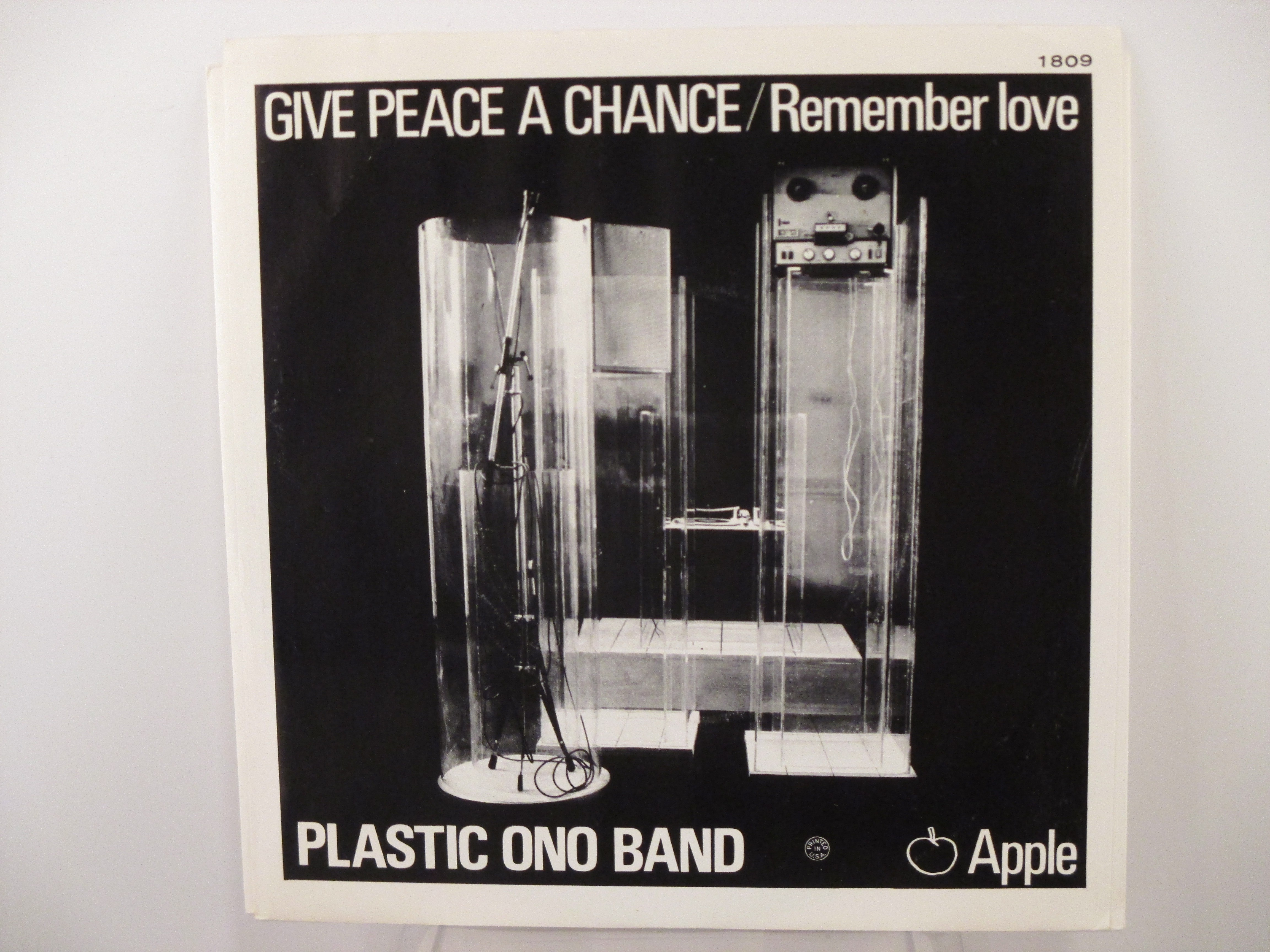 JOHN LENNON : Give peace a chance / Remember love