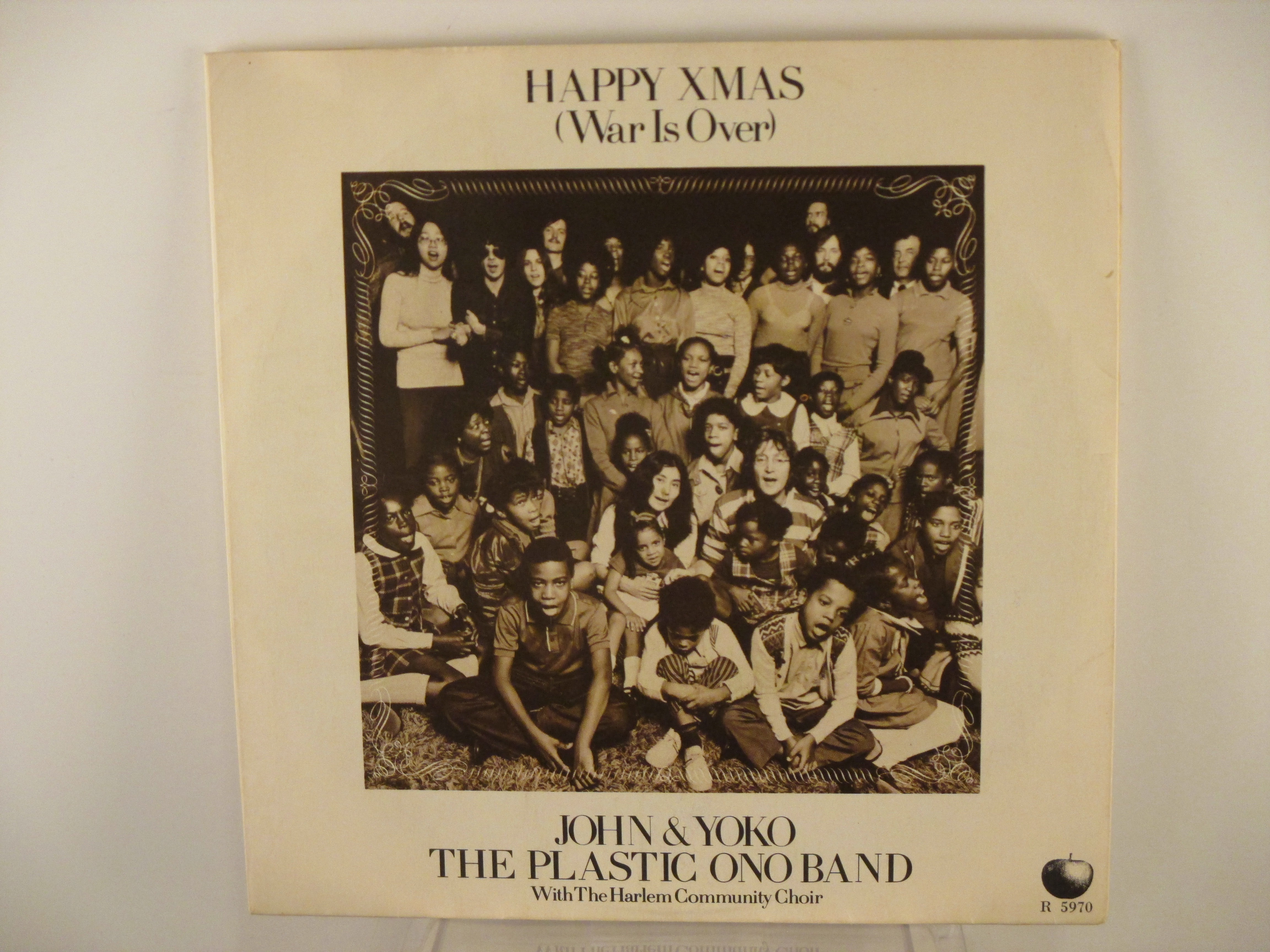 JOHN LENNON : Happy Xmas / Listen, the snow is falling