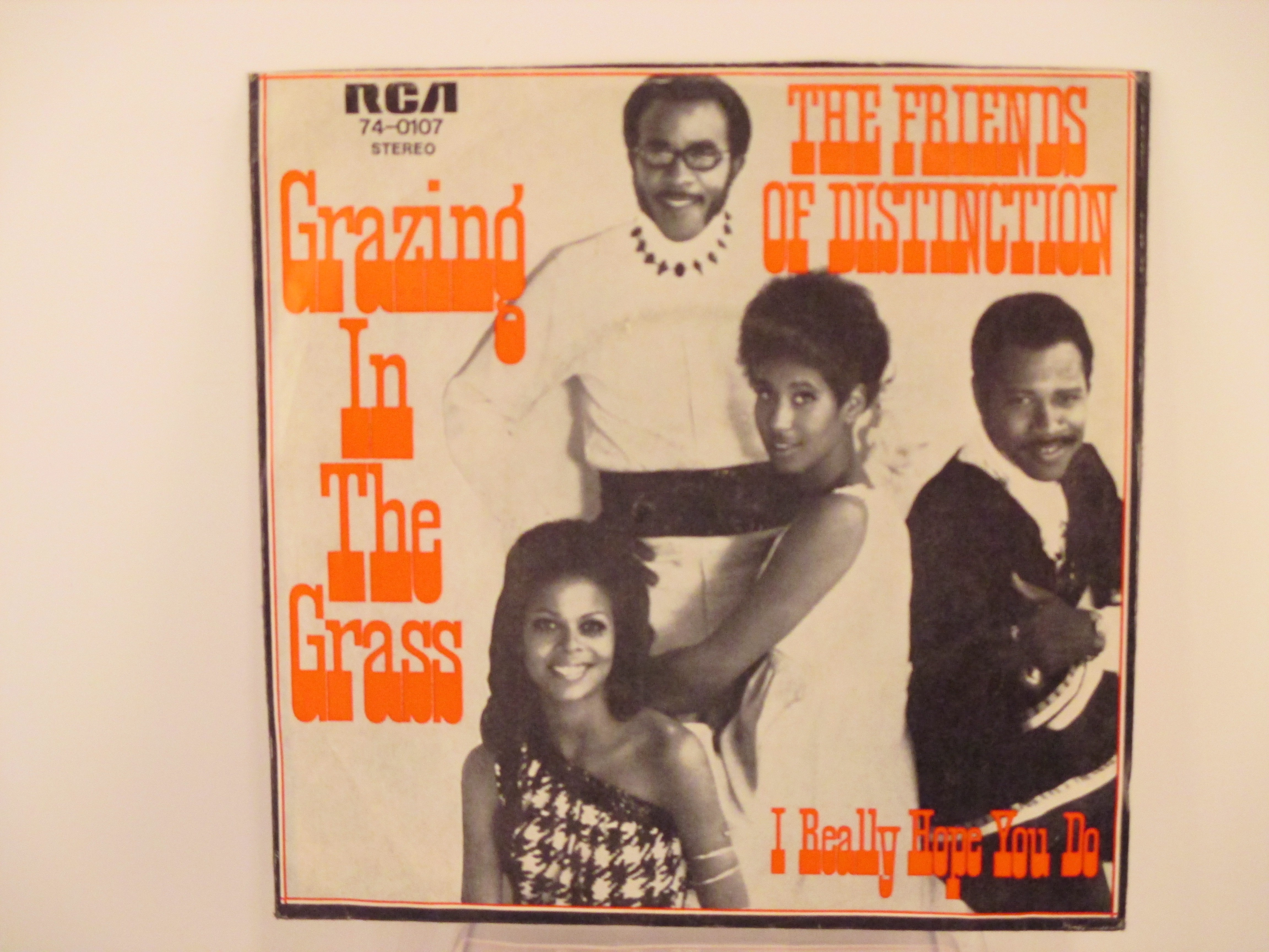 FRIENDS OF DISTINCTION : Grazing in the grass / I really hope you do