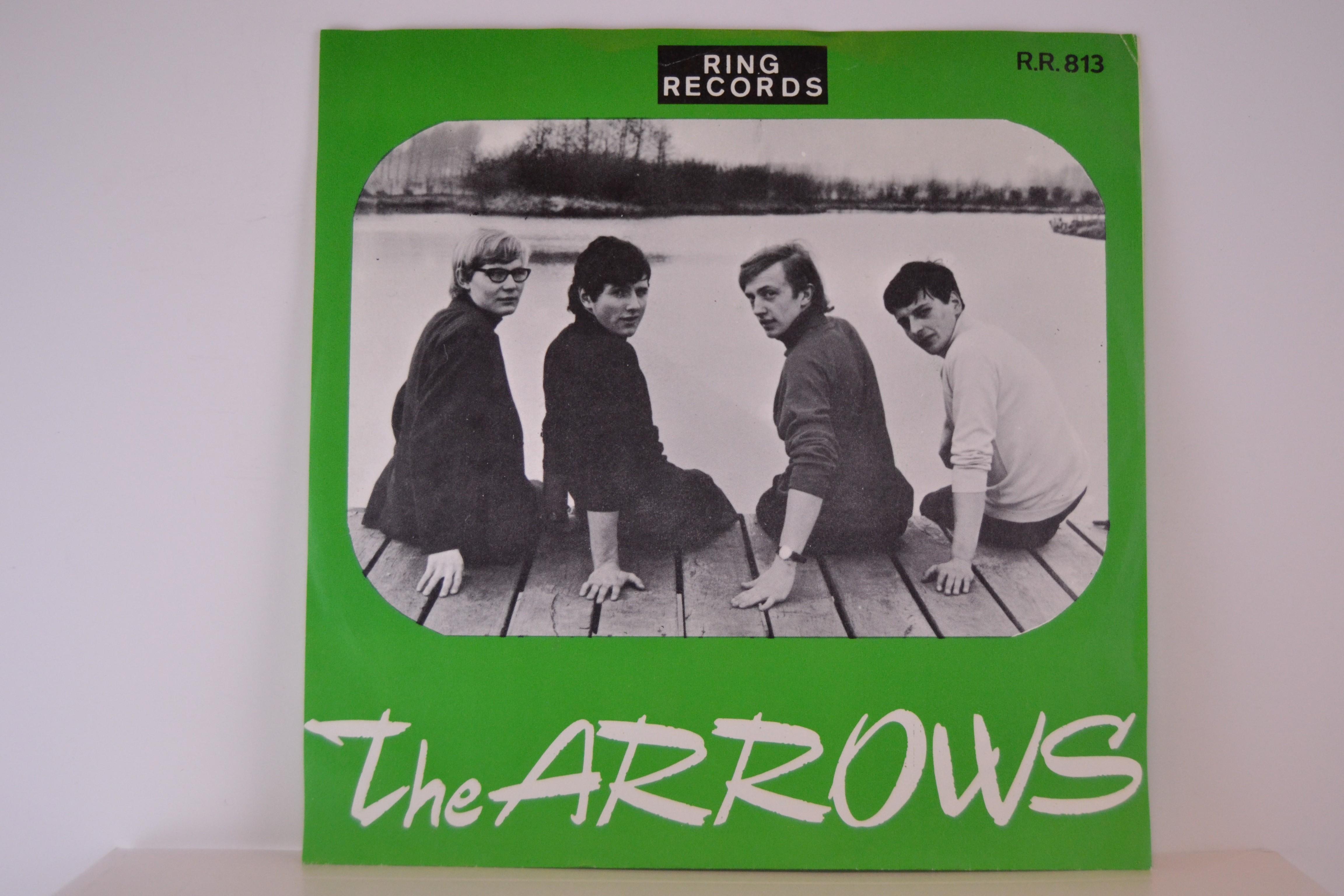 ARROWS : I wait / Little darling