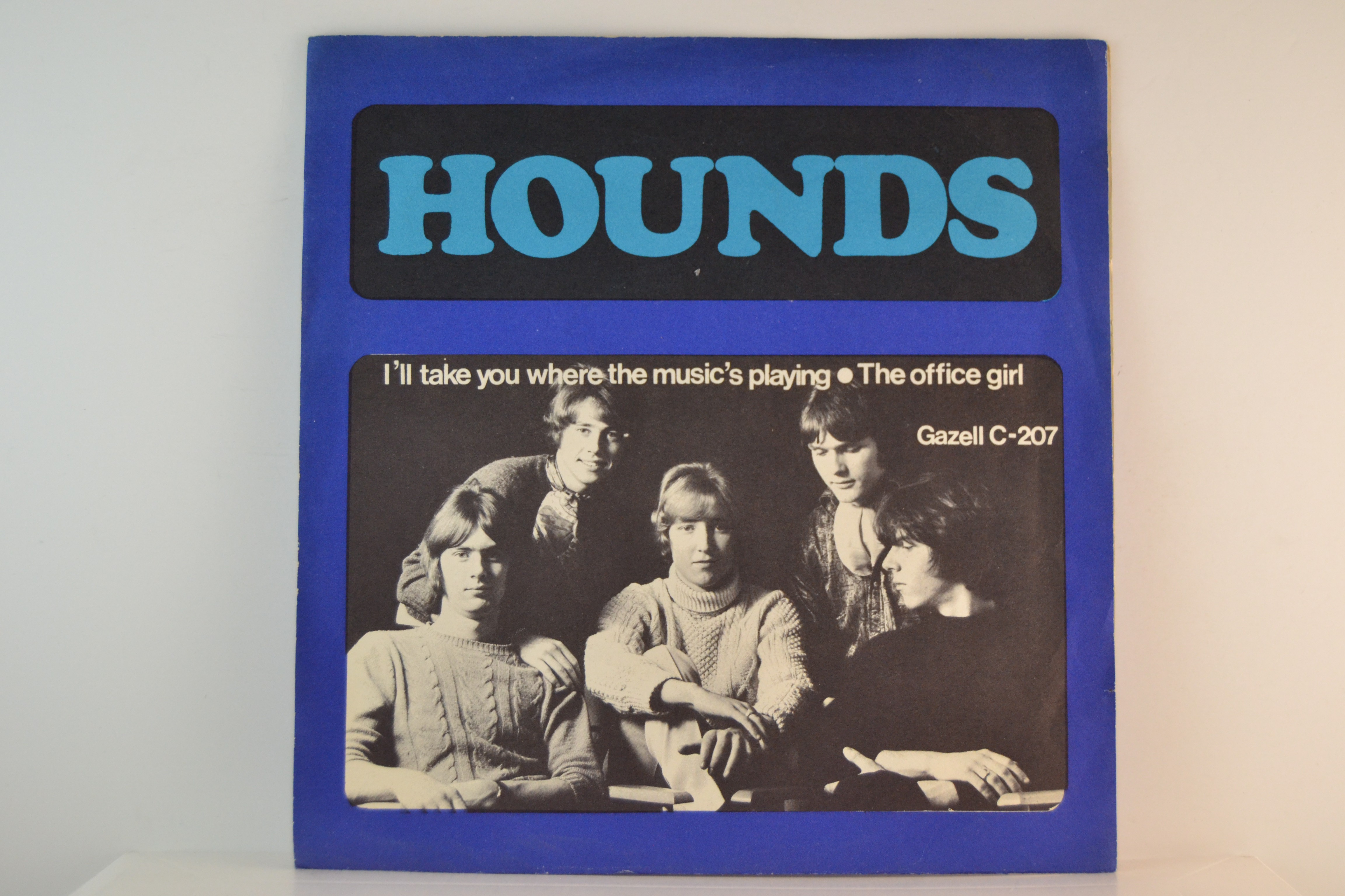 HOUNDS : I'll take you where the music's playing / The office girl