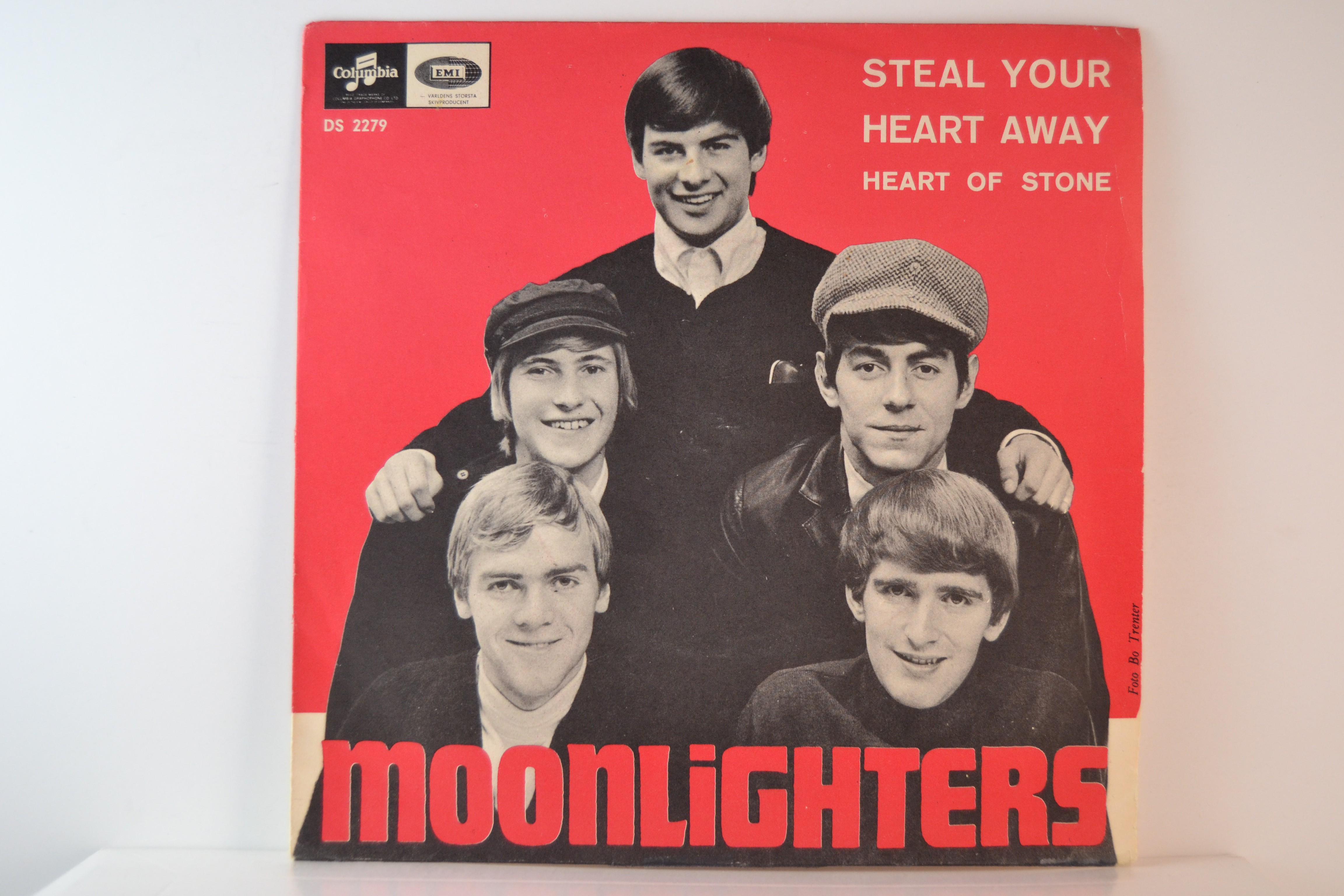 MOONLIGHTERS : Steal your heart away / Heart of stone