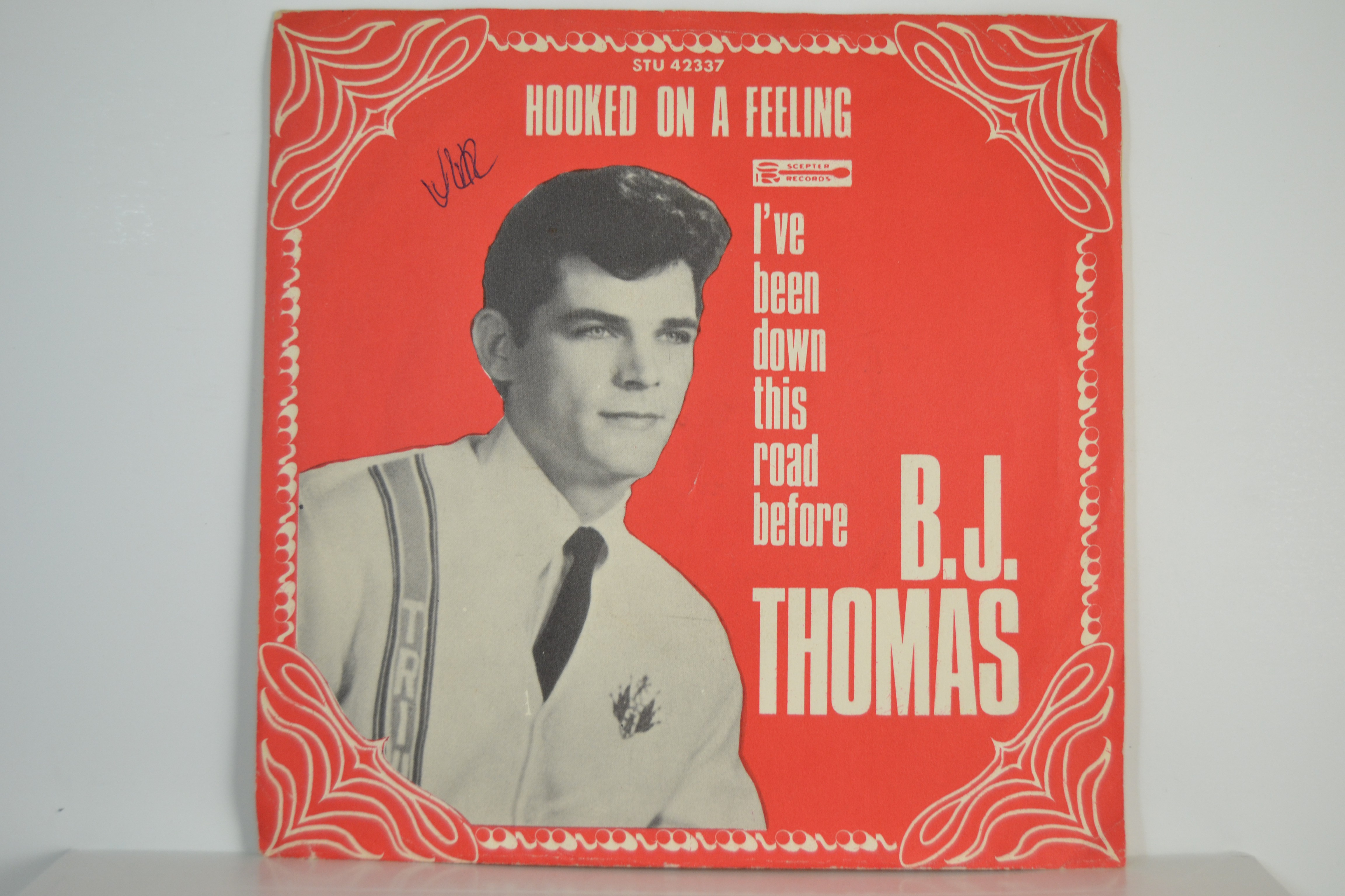 B. J. THOMAS : Hooked on a feeling / I've been down this road before