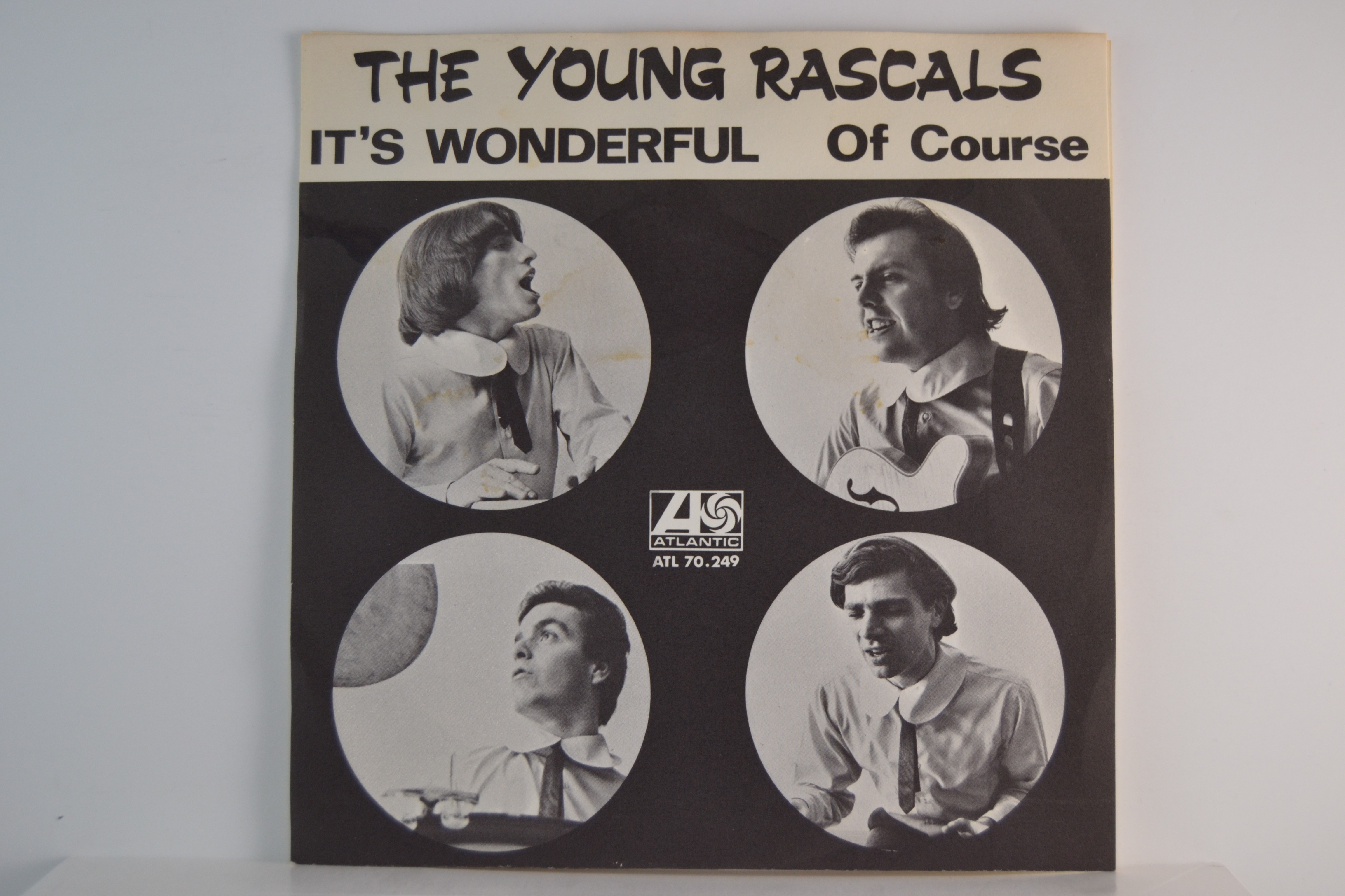 YOUNG PASCALS : It's wonderful / Of course