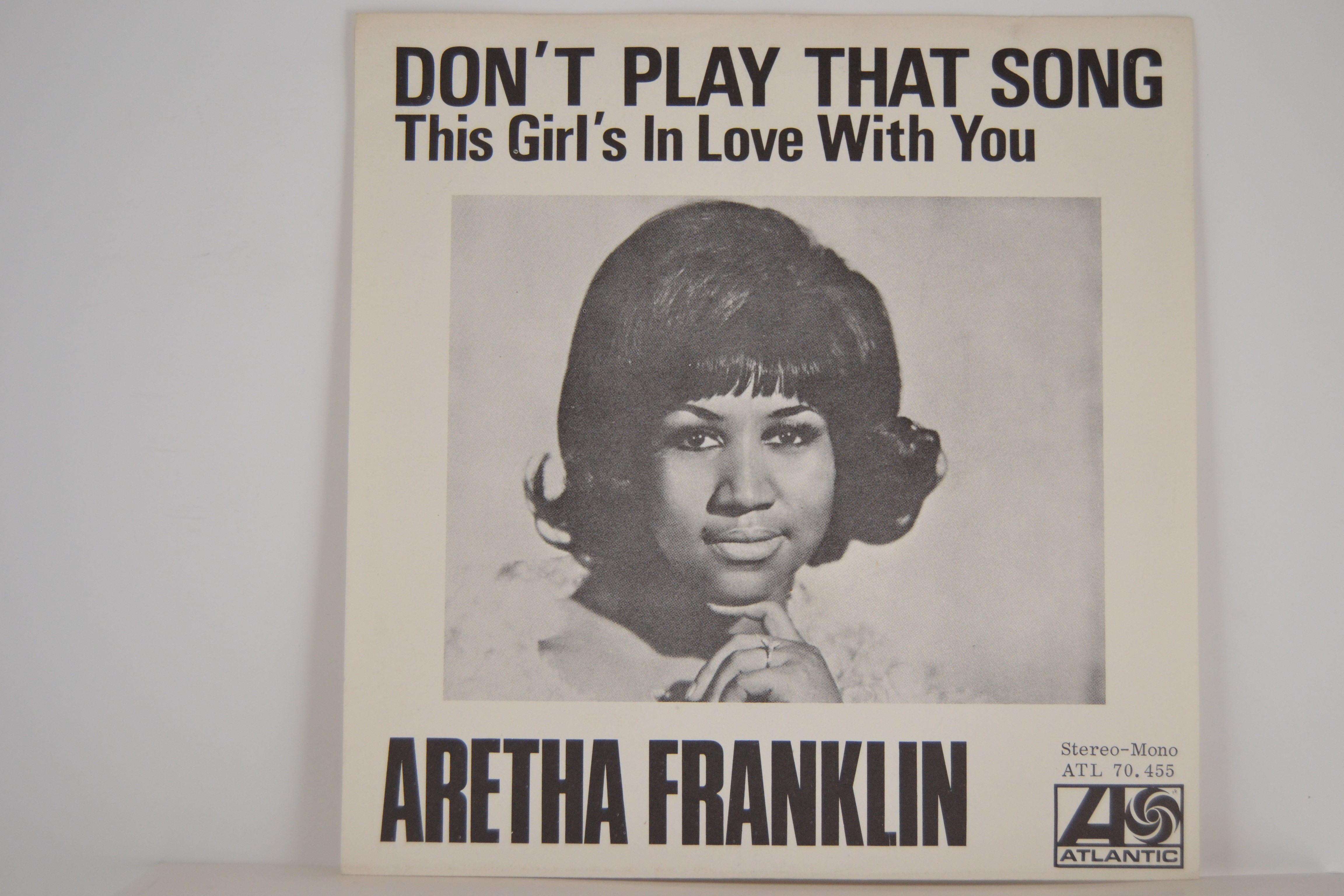 ARETHA FRANKLIN : Don't play that song / This girl's in love with you