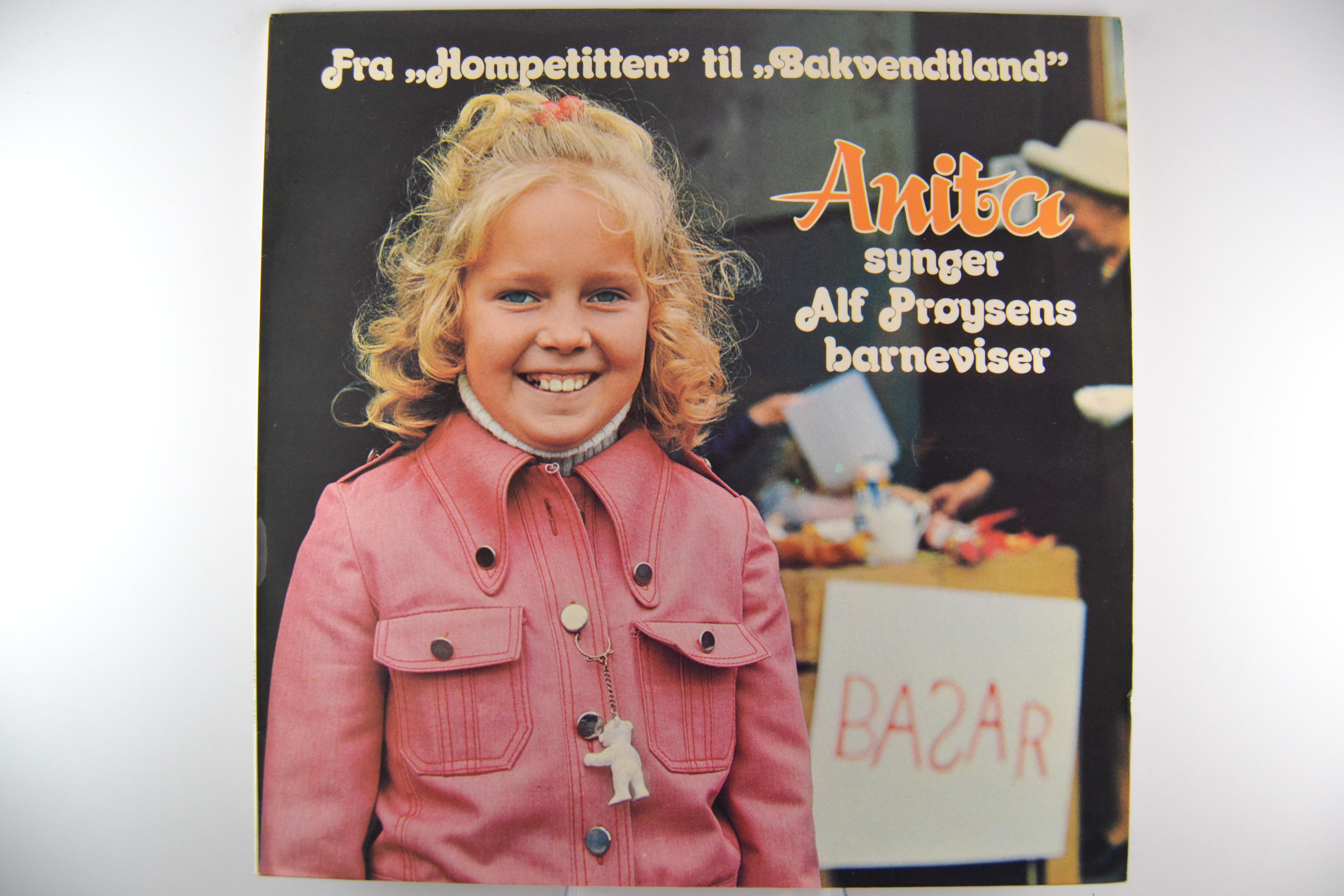 """ANITA HEGERLAND : """"Fra Hompetitten til Bakvendtland"""""""