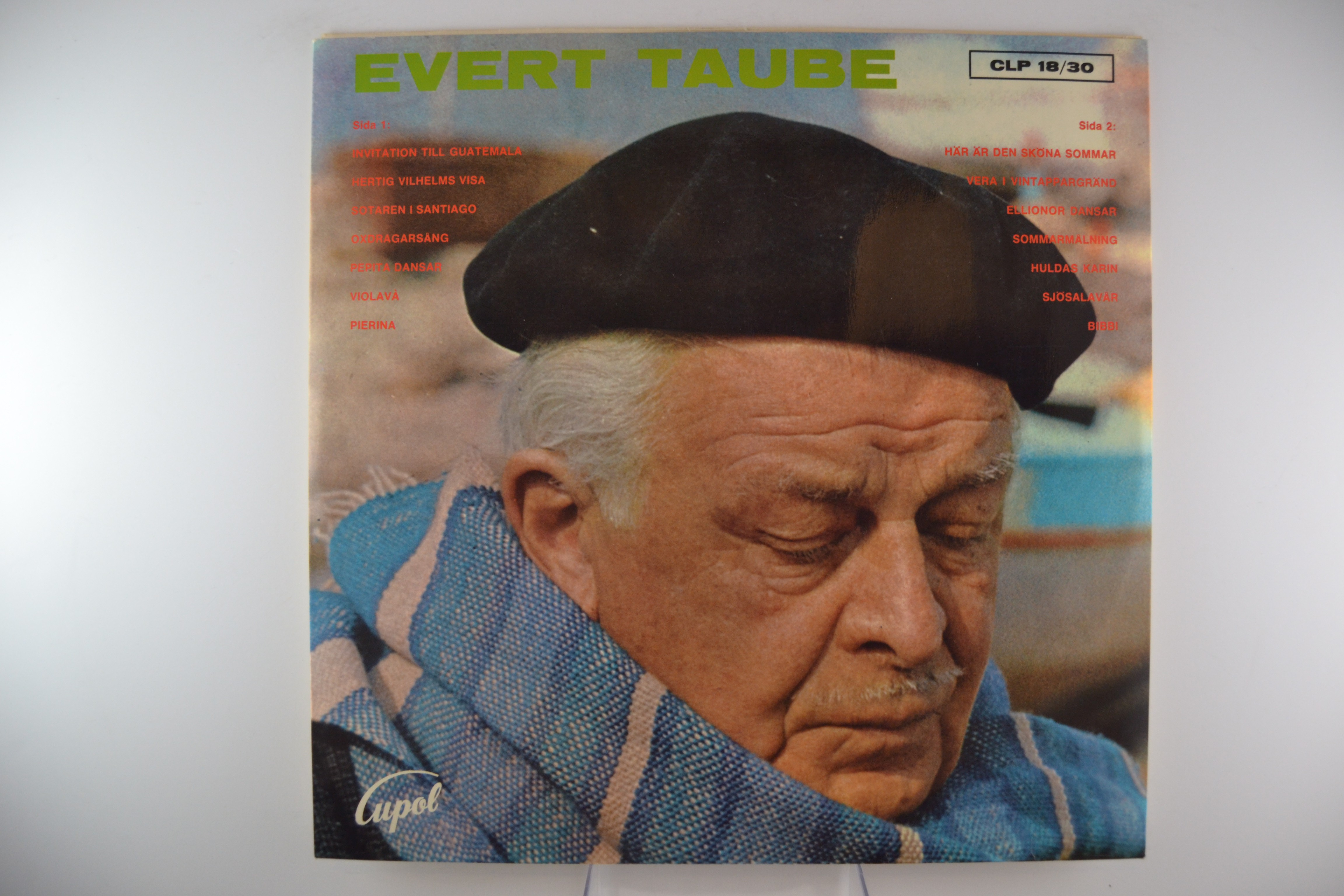 """EVERT TAUBE : """"Evert Taube sjunger"""""""