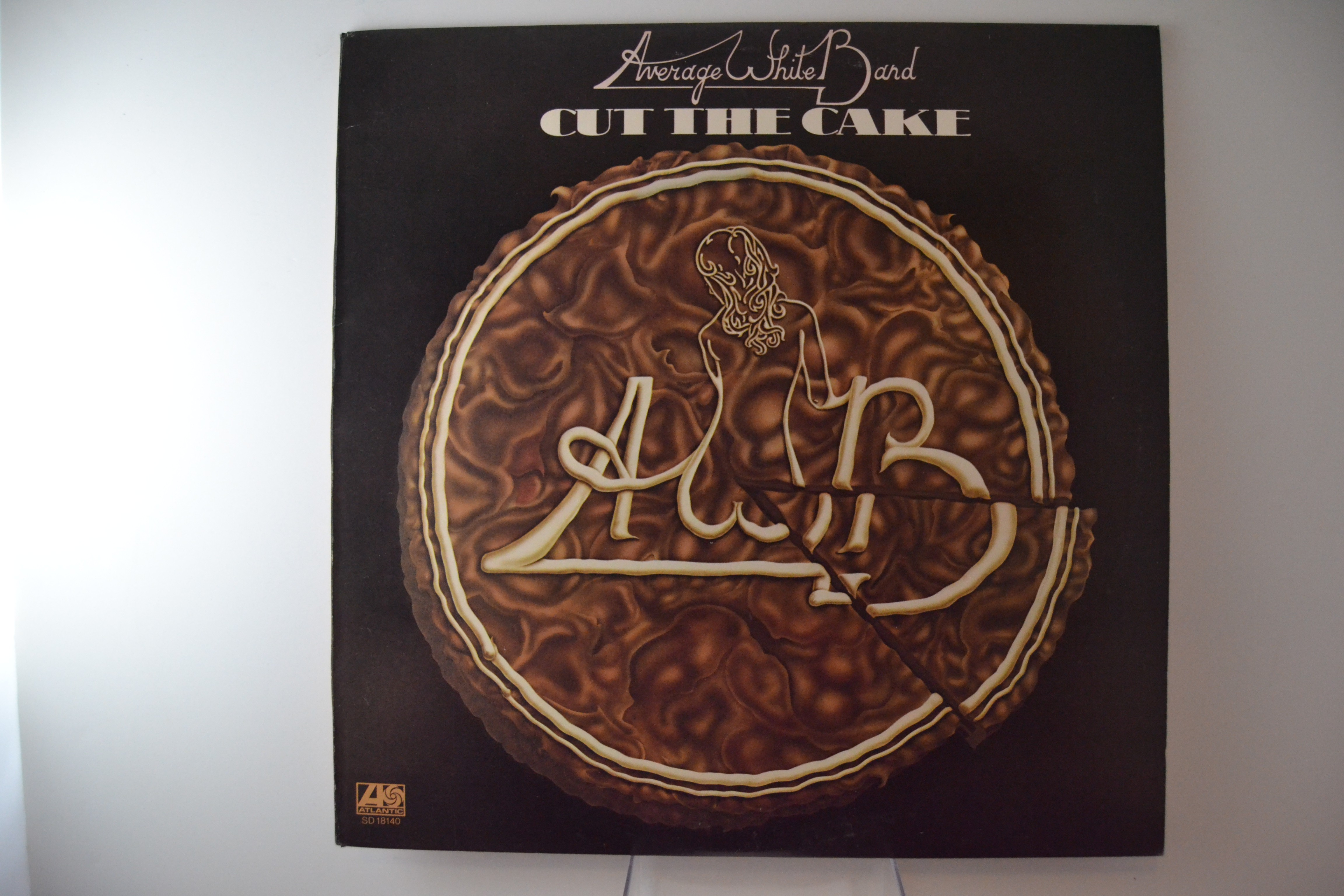 "AVERAGE WHITE BAND : ""Cut the cake"""