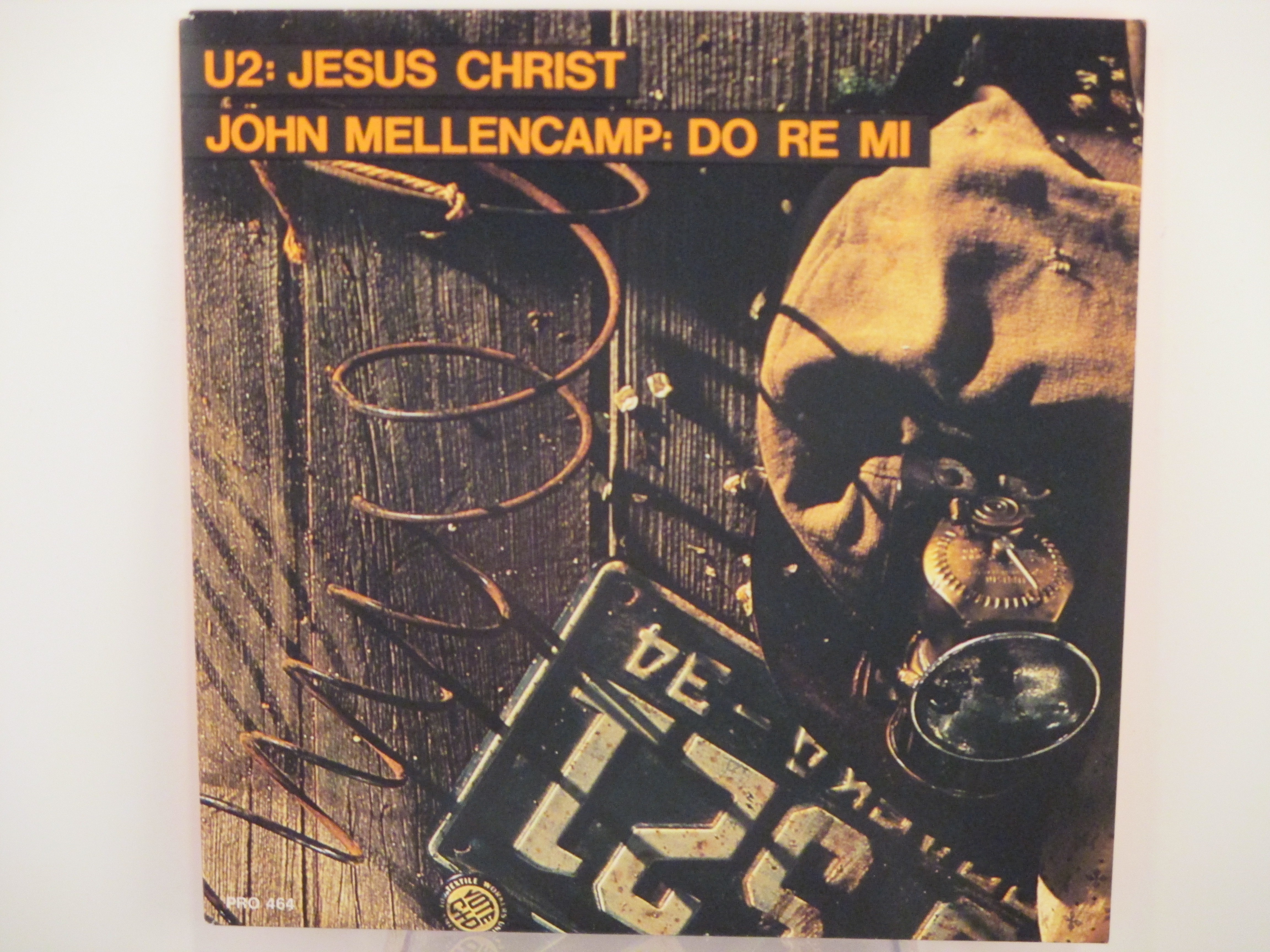 U 2 : Jesus Christ  / JOHN MELLENCAMP :  Do re mi