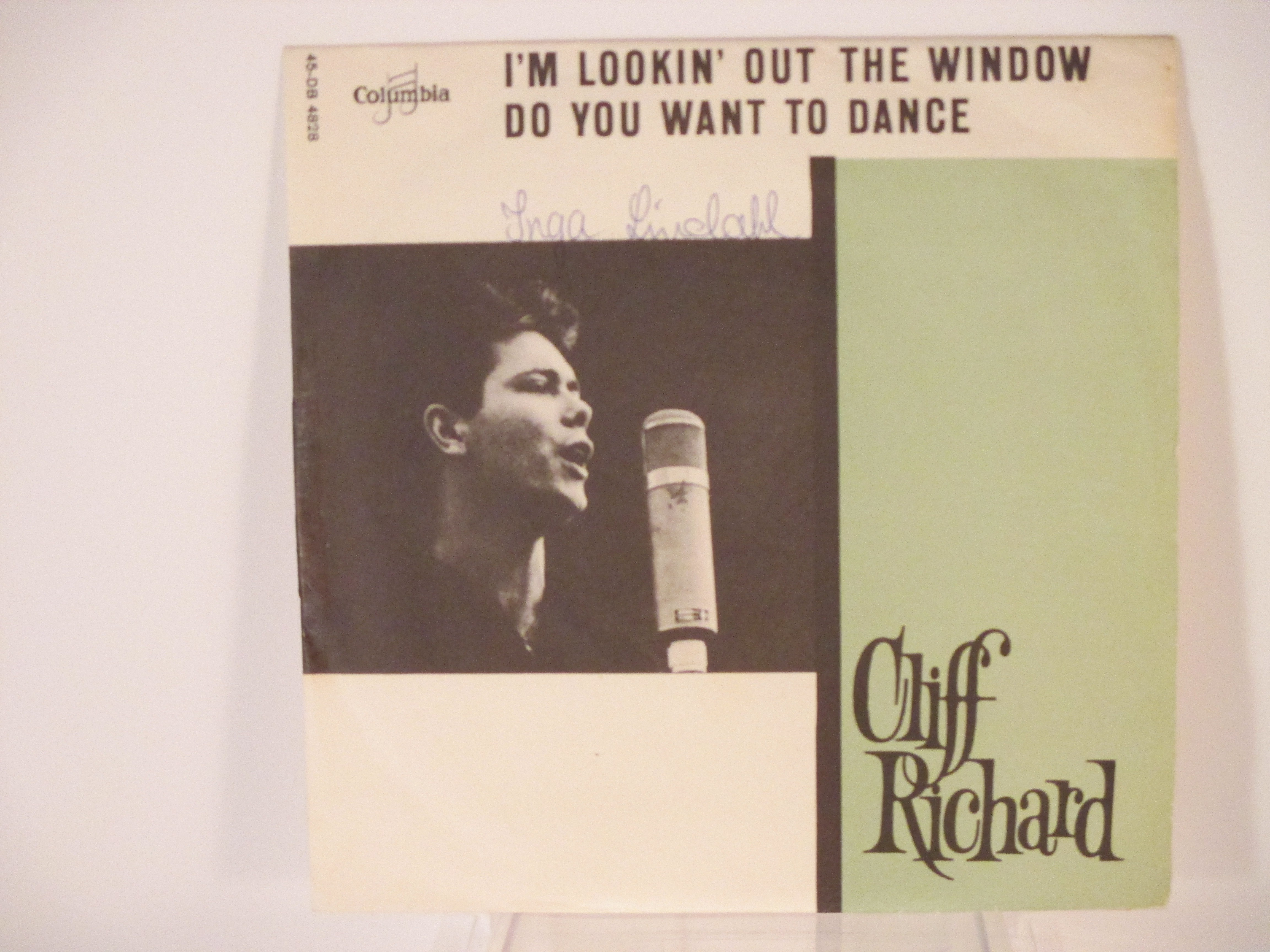 CLIFF RICHARD : Do you want to dance / I'm lookin' out the window