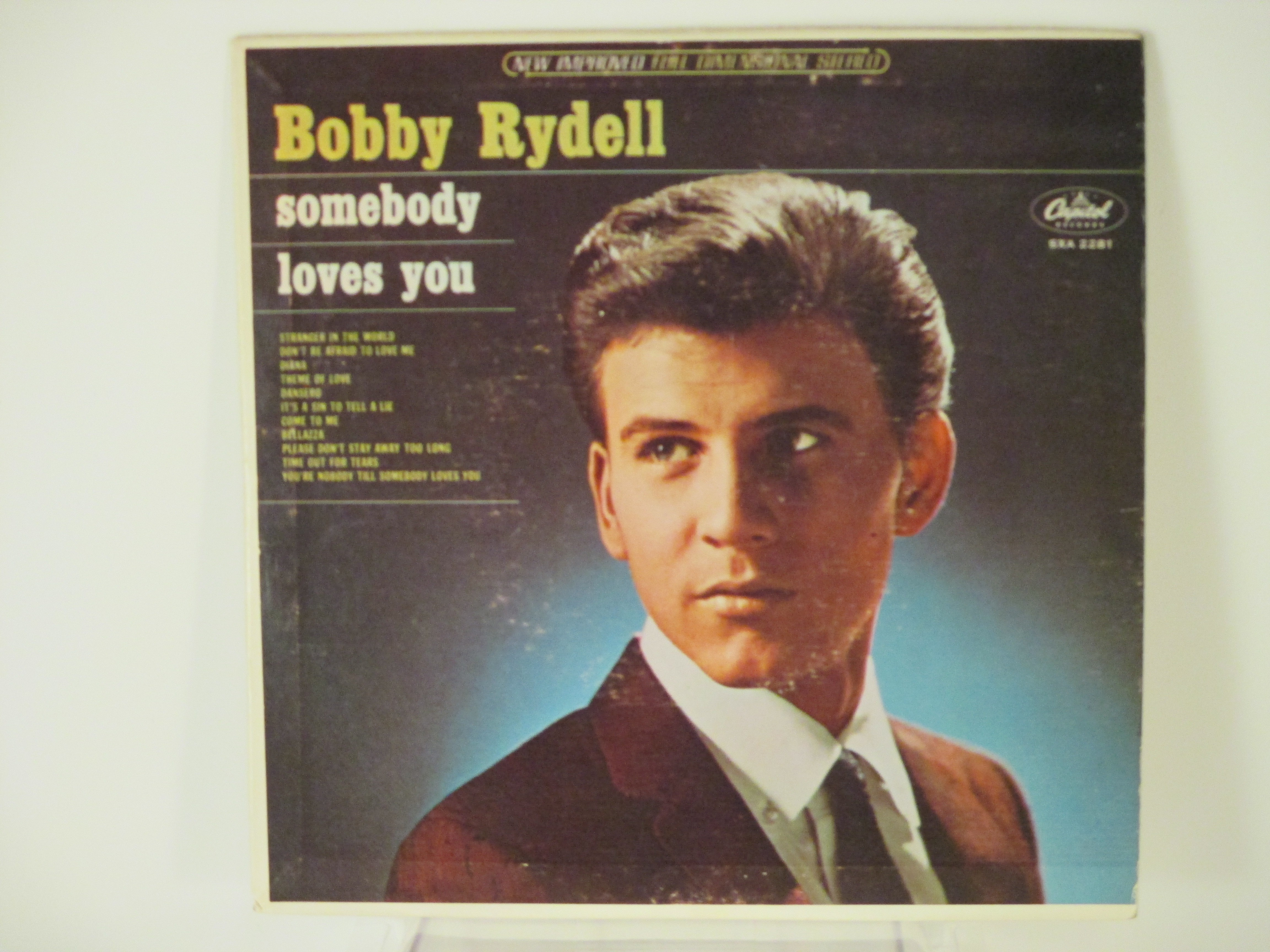 "BOBBY RYDELL : (EP) ""Somebody loves you"" : Stranger in the world / Don't be afraid to love me / Diana / Theme of love / Dansero / It's a sin to tell a lie / Come to me / Bellazza / Please don't stay away too long / Time out for tears / You're nobody till"