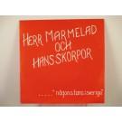 """HERR MARMELAD & HANS SKORPOR : """"...någonstans i Sverige""""  Min soldat / Volvo / Visby hotell"""